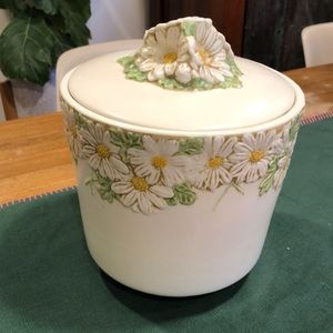 Metlox White Daisy Cookie Jar/ Container w/ lid